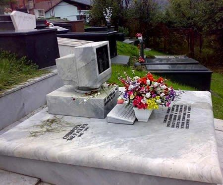 Computer tombstone