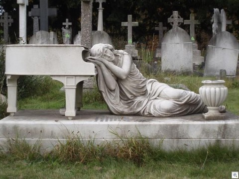 Piano memorial