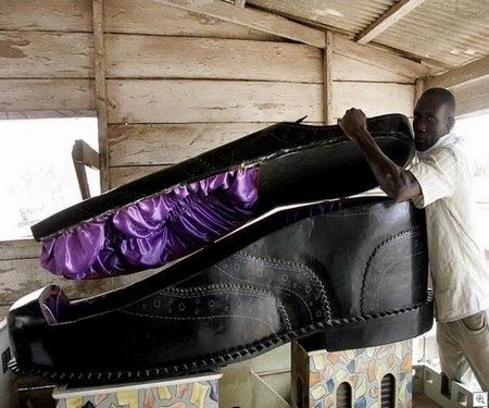 Shoe coffin